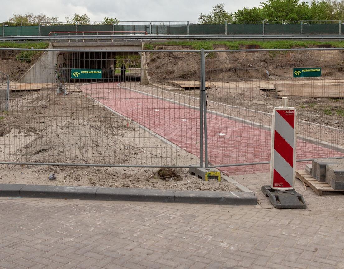 Opening fiets- voetgangerstunnel A44
