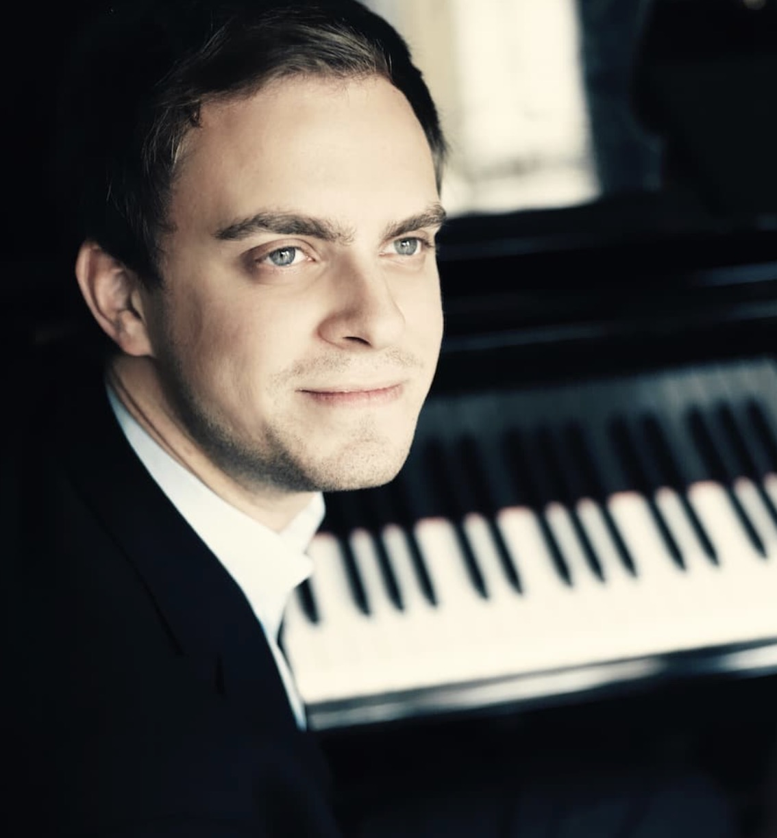 Pianist Sam Armstrong solo