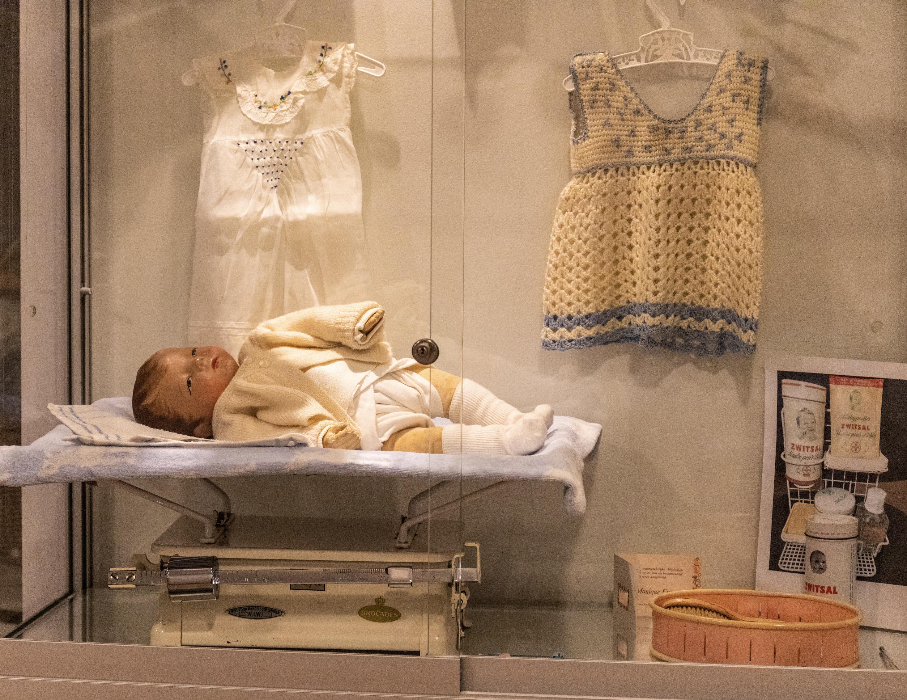 Vitrine Herinneringsmuseum babythema